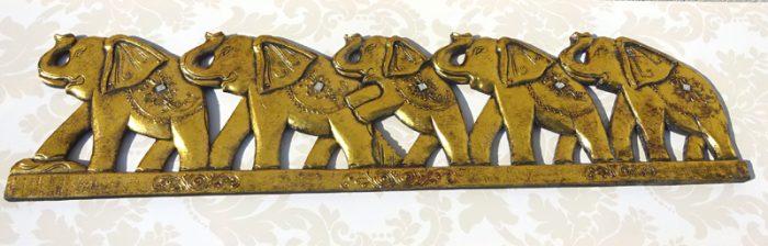 Tablou din lemn sculptat cu elefanti