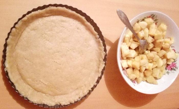 Tarta vegana cu crema de vanilie si fructe
