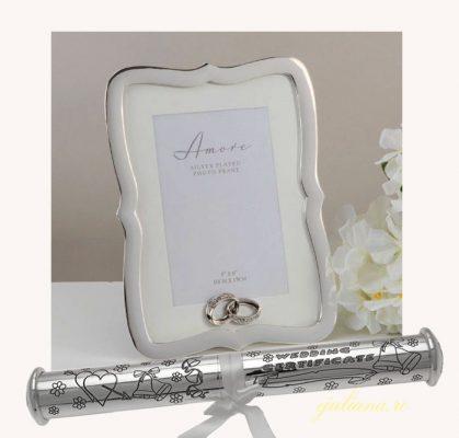 Rama foto cu verighete argintate si suport pentru certificatul de casatorie