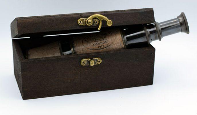 Ochean in piele vintage in cutie de lemn antichizat