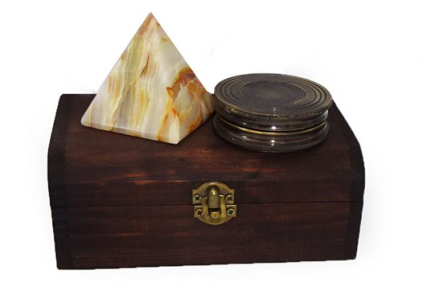 Busola retro Kelvin Hughes si piramida de onix, cadouri feng shui pentru barbati si femei, in cutie de lemn antichizat