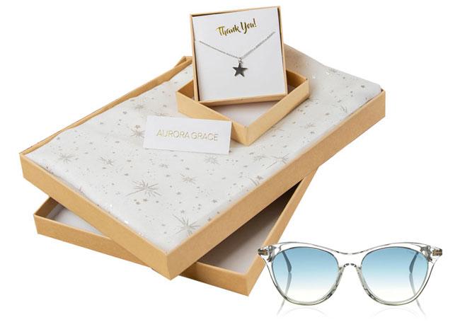 Colier, esarfa si ochelari de soare