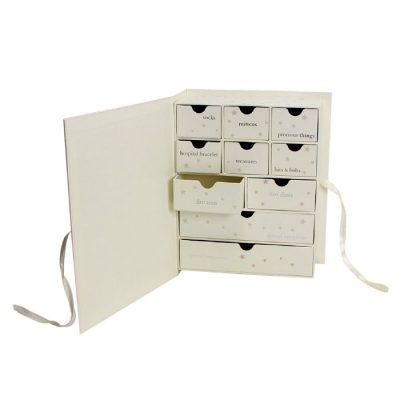 Caseta cu sertare pentru amintirile bebelusului