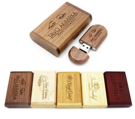 Stick de memorie USB in cutie de lemn personalizata