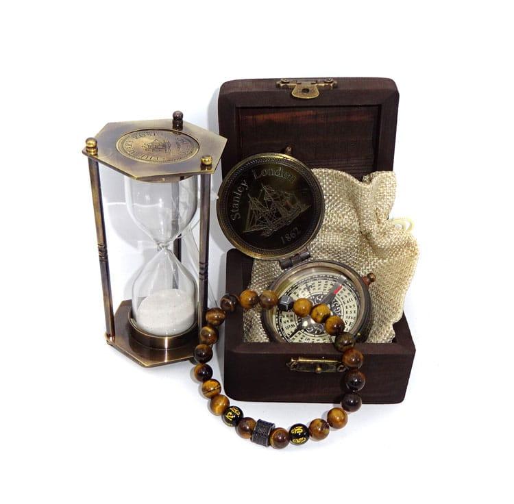 Bratara din pietre naturale, clepsidra, busola in cutie de lemn idei de cadouri pentru iubit